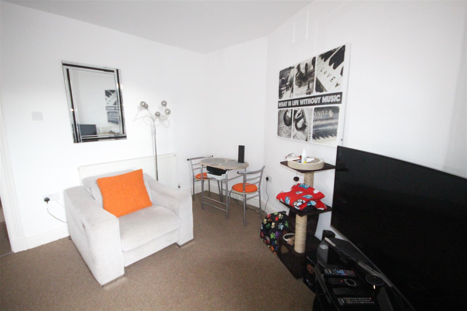 3 bedroom flat To Let in Barnoldswick - Property photograph